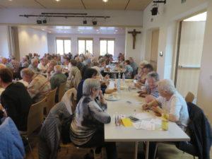 Die glücklicher Gewinner mit Seniorenbund-Obmann Toni Vogelmann