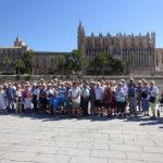 Gruppenfoto vor der Kathedrale