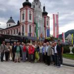 Gruppenfoto vor der Basilika