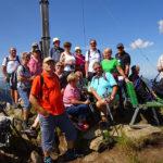 Gruppenfoto eim Gipfelkreuz Muttjöchle