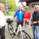 Gabriele Nußbaumer mit ihrem super E-Bike