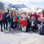 Gruppenfoto vor dem herrlichen Bergpanorama