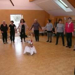 Tanzen der Höchster Senioren mit Frau Annemarie Gassner