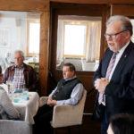 LO Werner Huber begrüsst die Alt- und Neuobleute