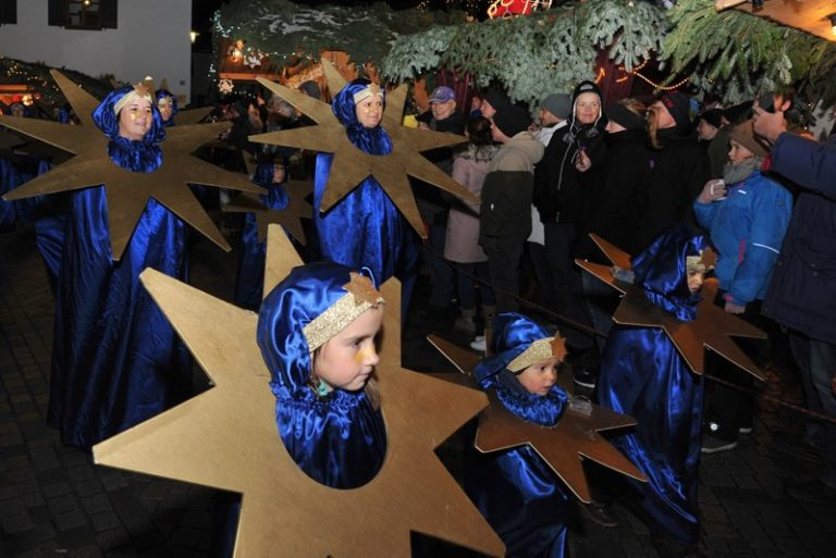 Seniorenbund Höchst am Weihnachtsmarkt in Bad Hindelang - Image 13